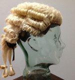 peruca avocat judecator